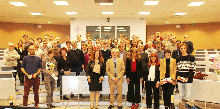 Foto di gruppo per i 20 anni del Dipartimento di Fisica